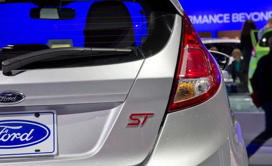 2014 Ford Fiesta ST - Slide 14