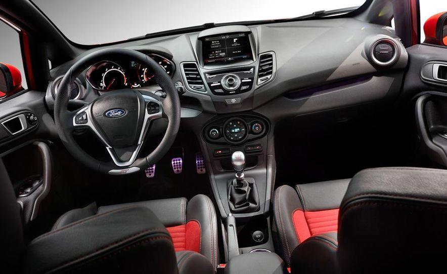 2014 Ford Fiesta ST - Slide 16