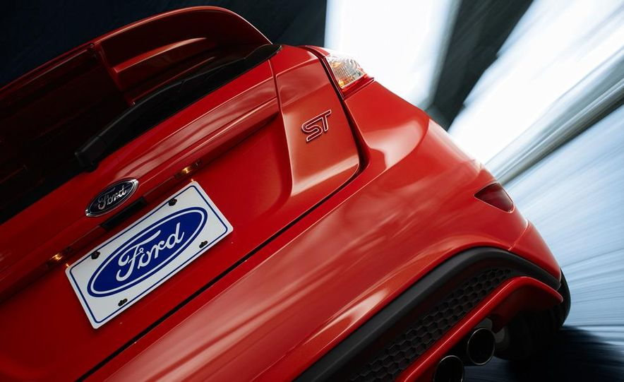 2014 Ford Fiesta ST - Slide 40