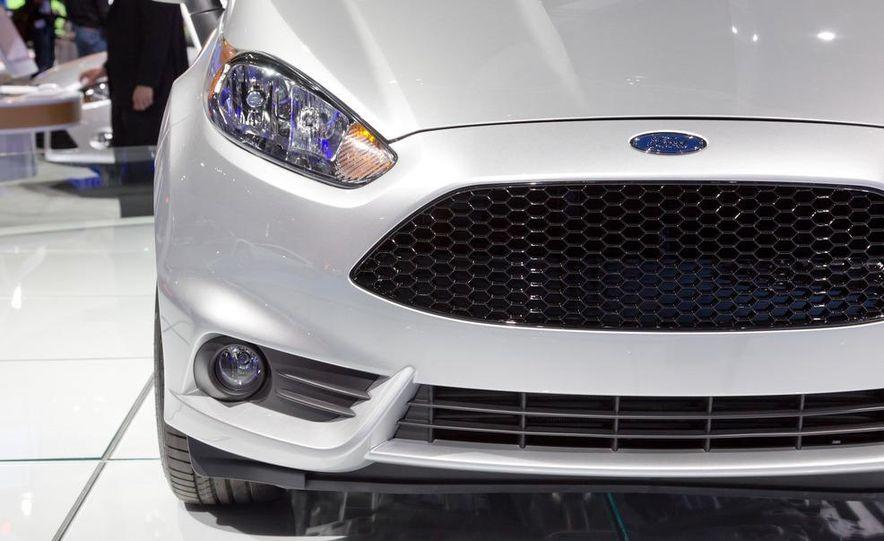 2014 Ford Fiesta ST - Slide 12