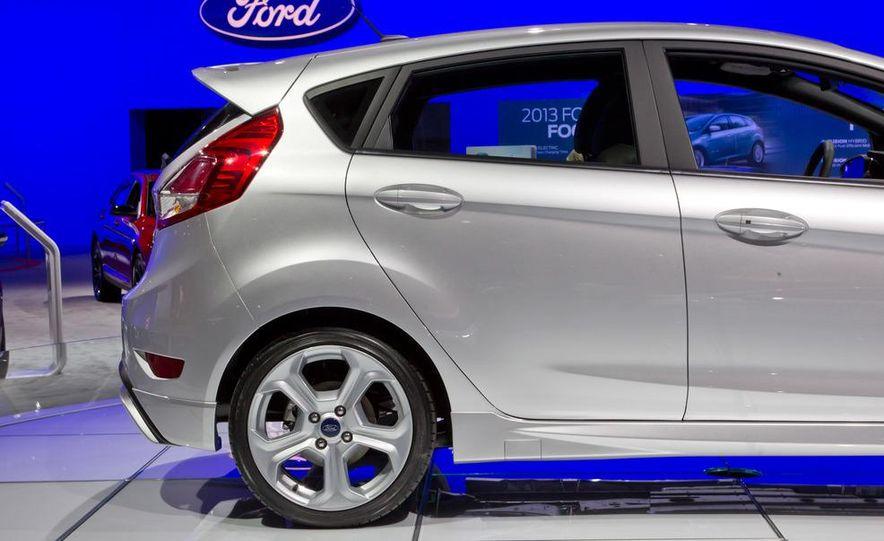 2014 Ford Fiesta ST - Slide 13