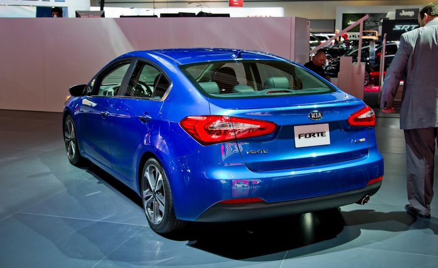 2014 Kia Forte EX GDI sedan - Slide 7