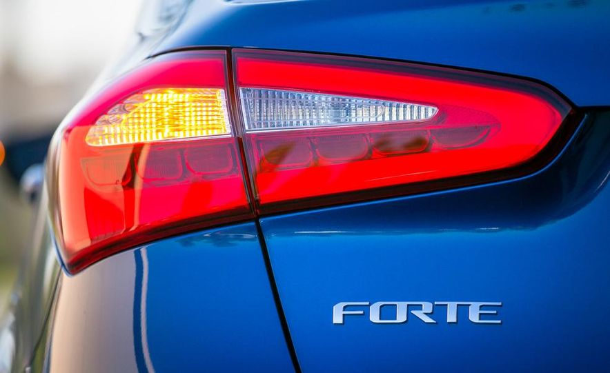 2014 Kia Forte EX GDI sedan - Slide 38