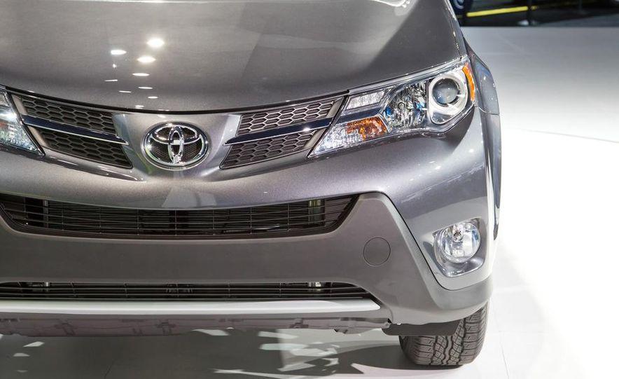 2013 Toyota RAV4 Limited - Slide 9
