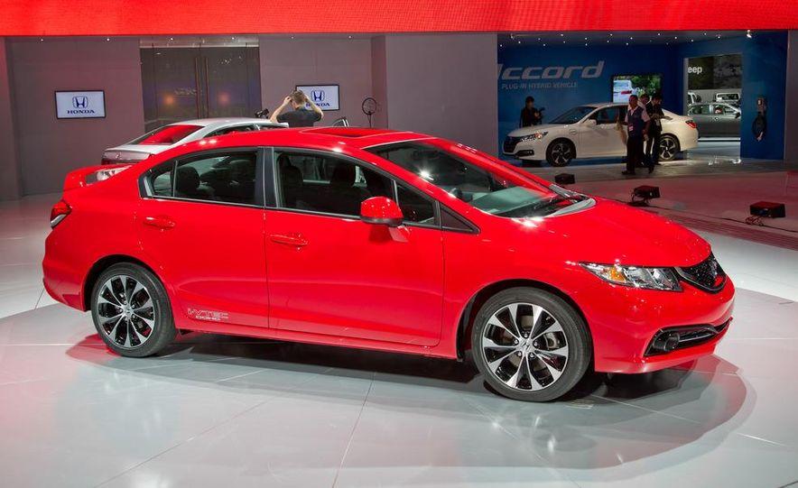 2013 Honda Civic Si sedan - Slide 2
