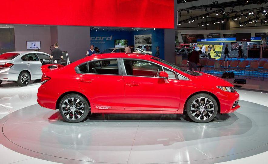 2013 Honda Civic Si sedan - Slide 3