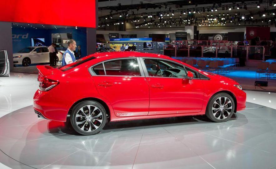 2013 Honda Civic Si sedan - Slide 4