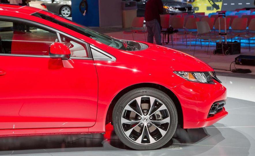 2013 Honda Civic Si sedan - Slide 14