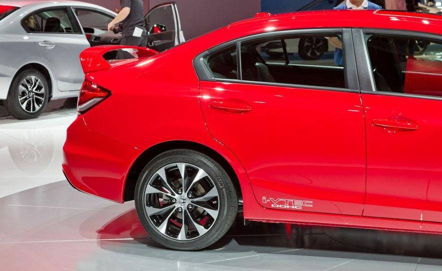 2013 Honda Civic Si sedan - Slide 15