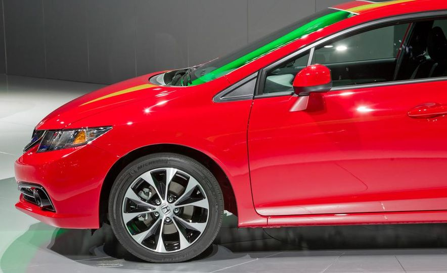 2013 Honda Civic Si sedan - Slide 17