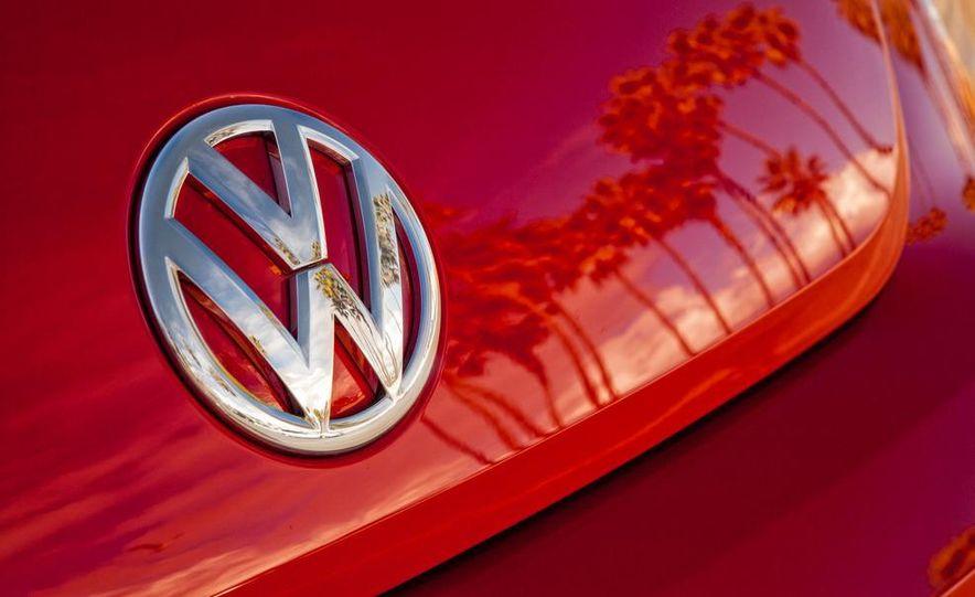 2013 Volkswagen Beetle convertible turbos - Slide 33