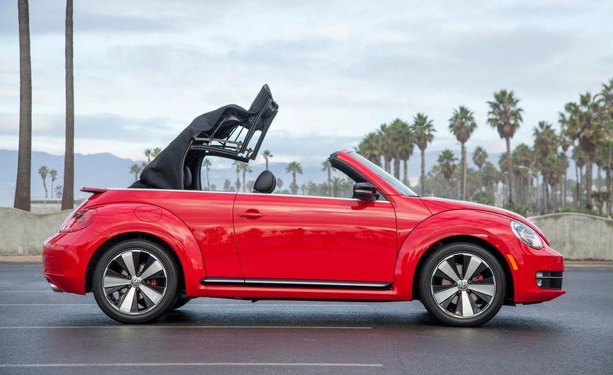 2013 Volkswagen Beetle convertible turbos - Slide 19