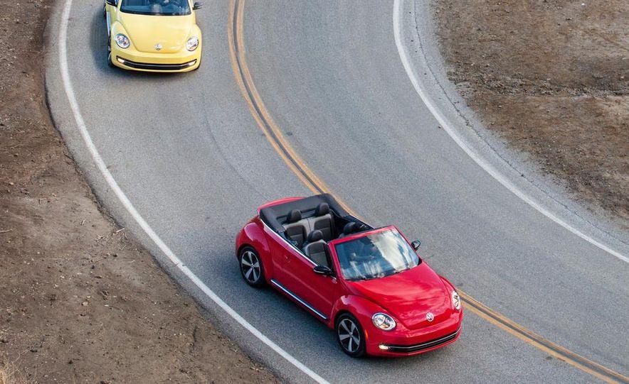 2013 Volkswagen Beetle convertible turbos - Slide 2