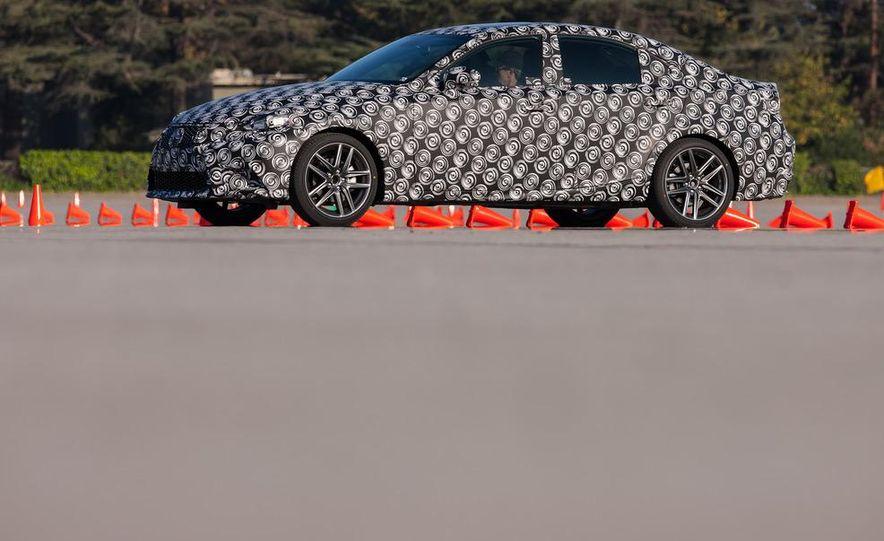 2014 Lexus IS - Slide 7