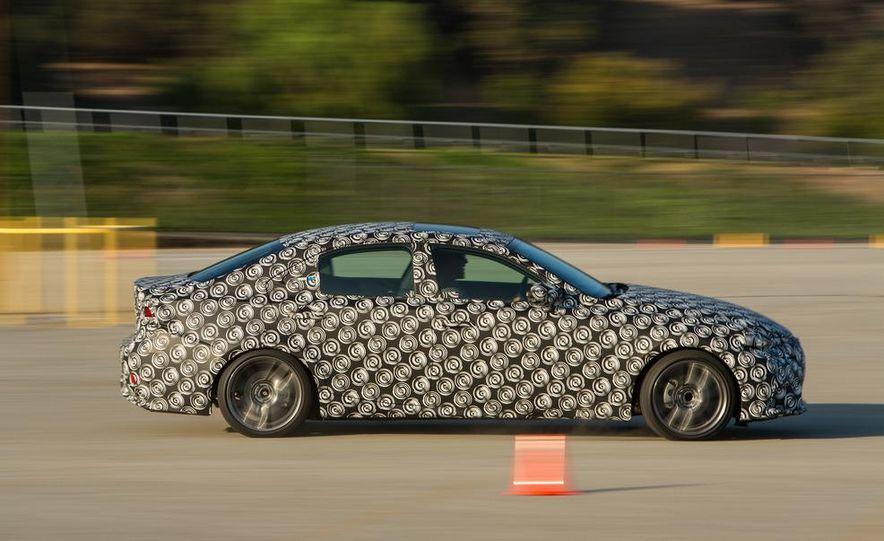 2014 Lexus IS - Slide 9