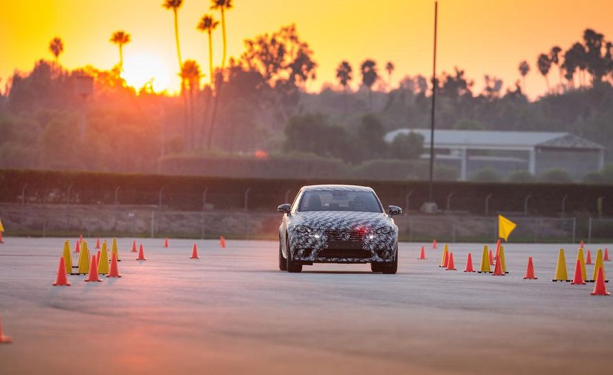 2014 Lexus IS - Slide 14