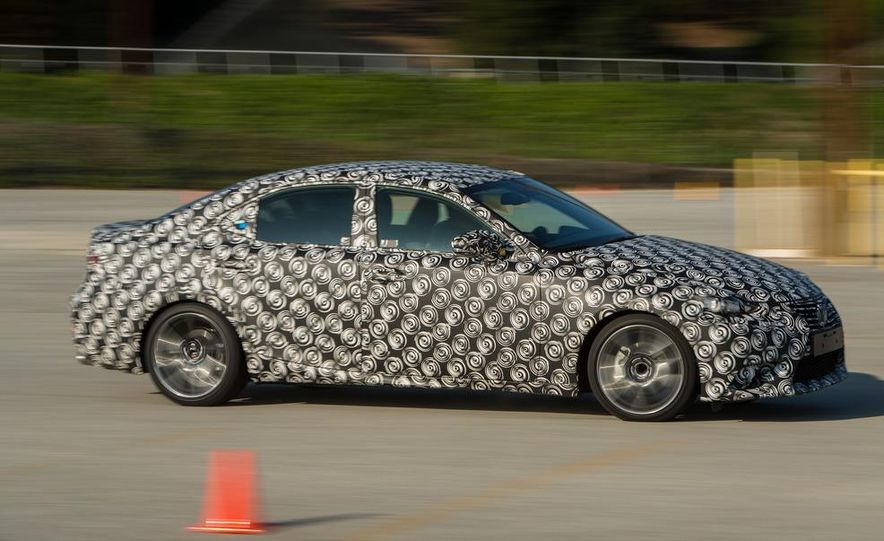 2014 Lexus IS - Slide 17
