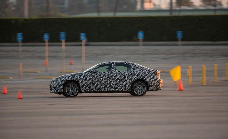 2014 Lexus IS - Slide 30