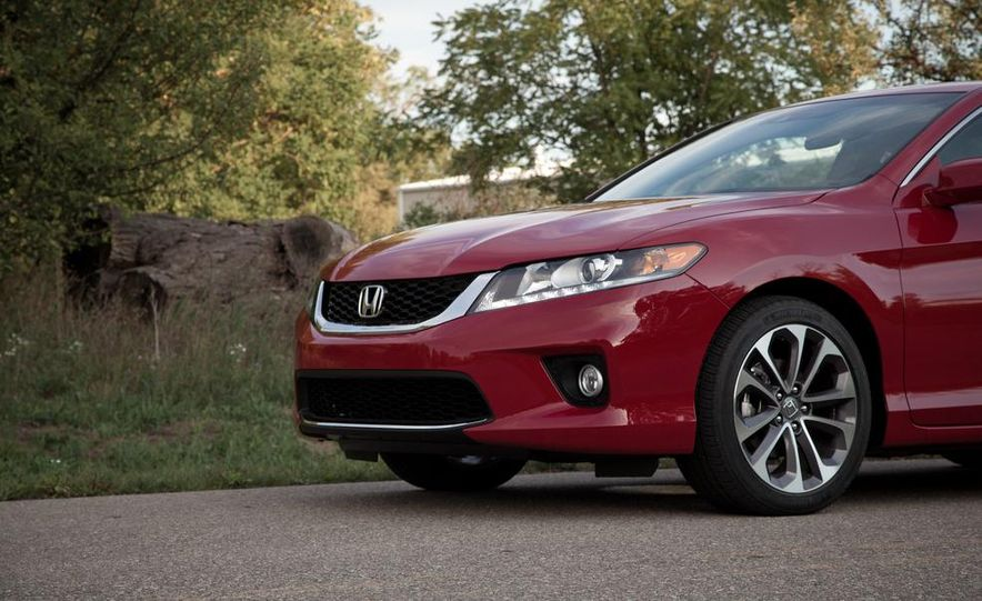 2013 Honda Accord V-6 coupe - Slide 19