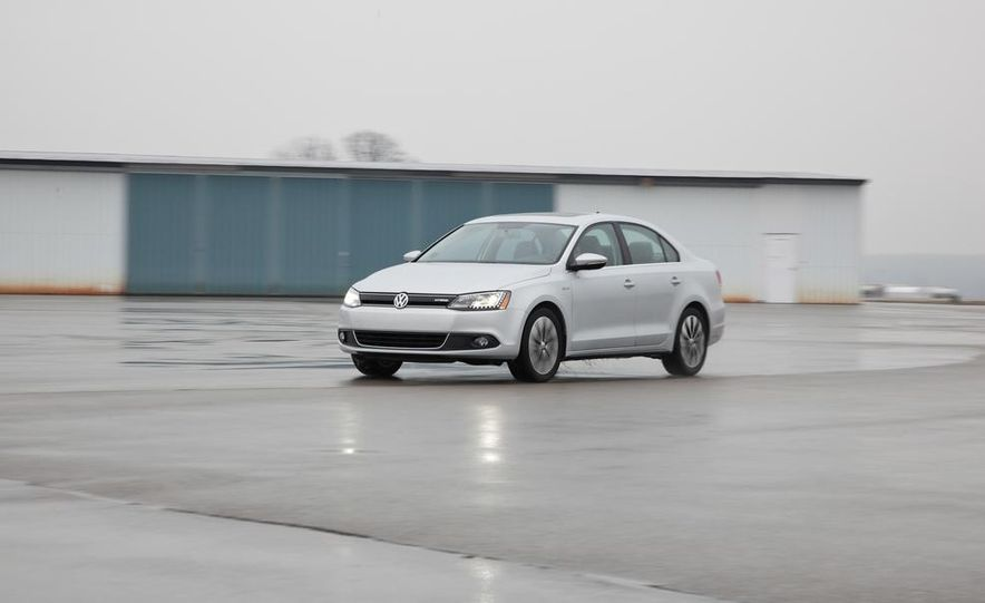 2013 Volkswagen Jetta hybrid - Slide 1