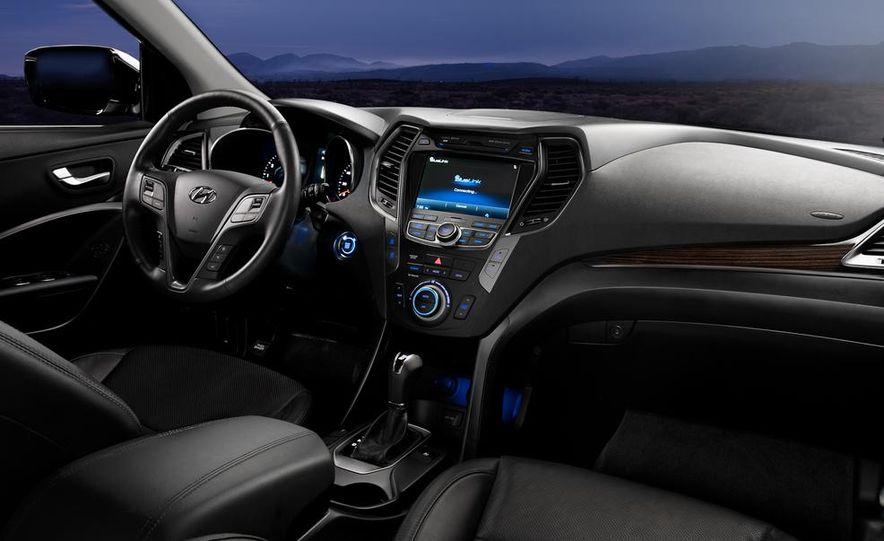 2013 Hyundai Santa Fe Sport - Slide 25