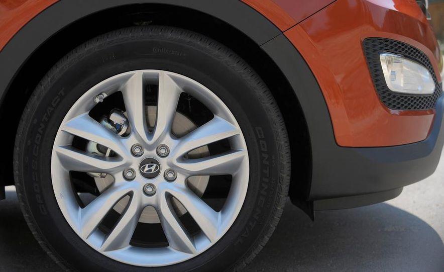 2013 Hyundai Santa Fe Sport - Slide 21