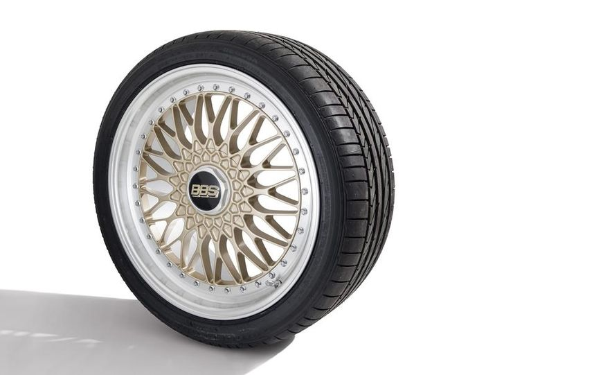 Fuchs FP.1 wheel on a Goodyear Eagle F1 Asymmetric 2 tire - Slide 2