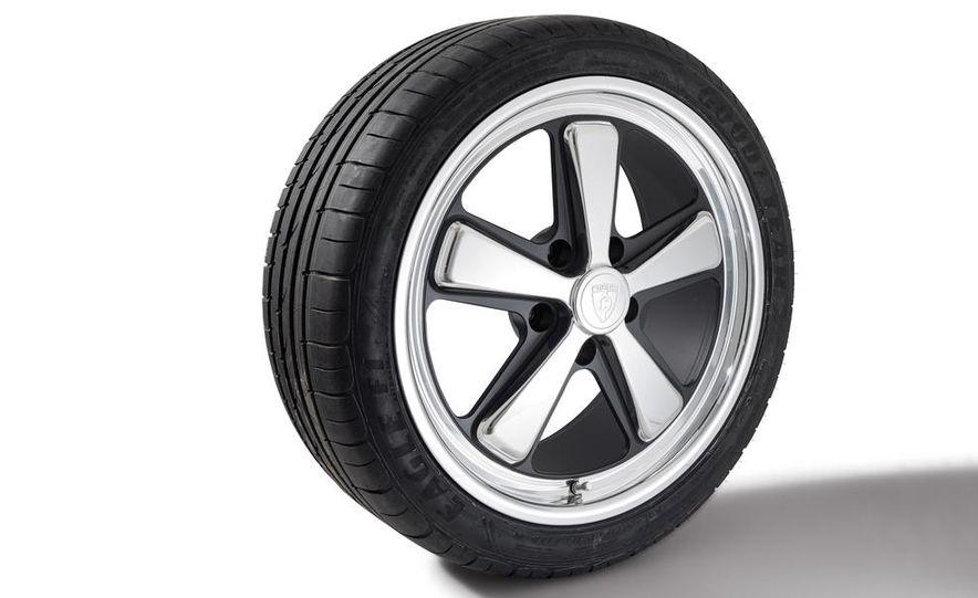 Fuchs FP.1 wheel on a Goodyear Eagle F1 Asymmetric 2 tire - Slide 1
