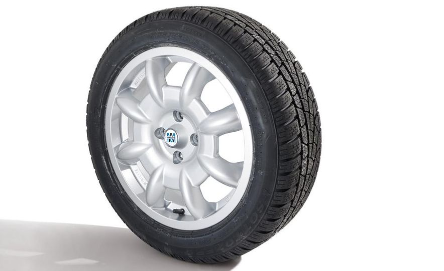Fuchs FP.1 wheel on a Goodyear Eagle F1 Asymmetric 2 tire - Slide 4