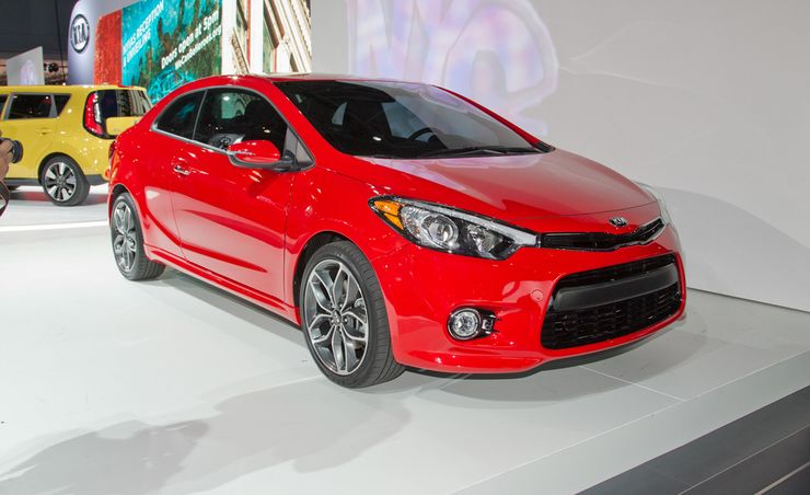 kia forte koup reviews kia forte koup price photos and specs car and driver. Black Bedroom Furniture Sets. Home Design Ideas