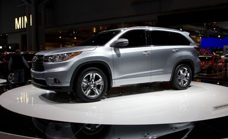 toyota highlander reviews toyota highlander price photos and specs car and driver. Black Bedroom Furniture Sets. Home Design Ideas