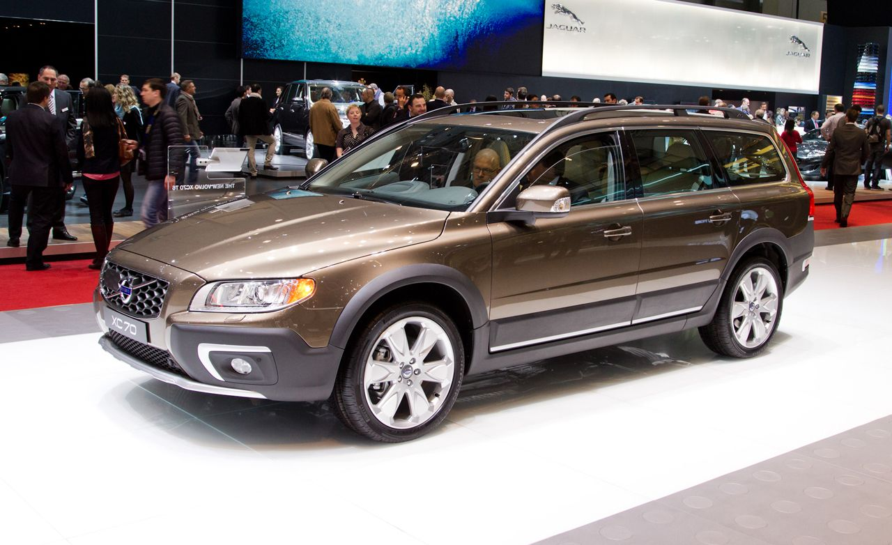 2014 volvo xc70 photos and info news car and driver rh caranddriver com 2010 Volvo XC70 Exterior 2010 Volvo XC70 Exterior