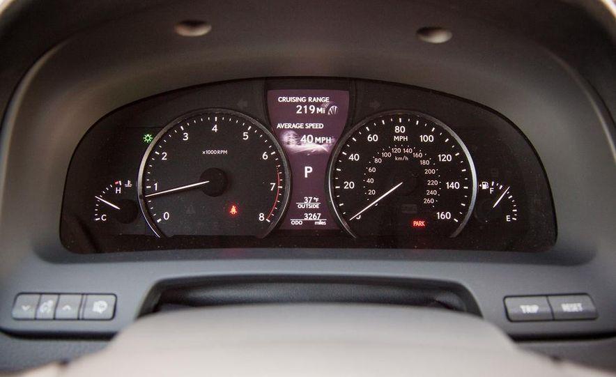 2013 Lexus LS460 F Sport - Slide 36