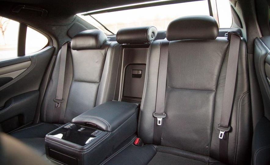 2013 Lexus LS460 F Sport - Slide 32