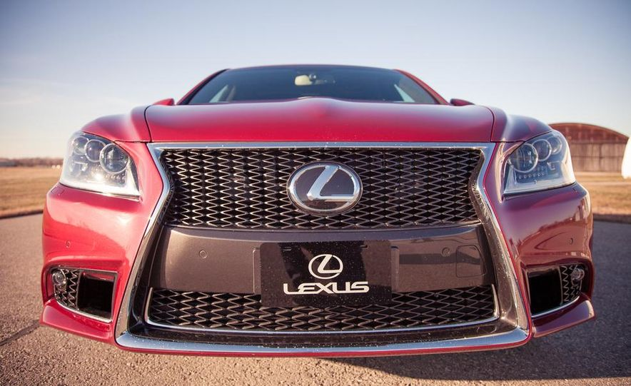 2013 Lexus LS460 F Sport - Slide 19