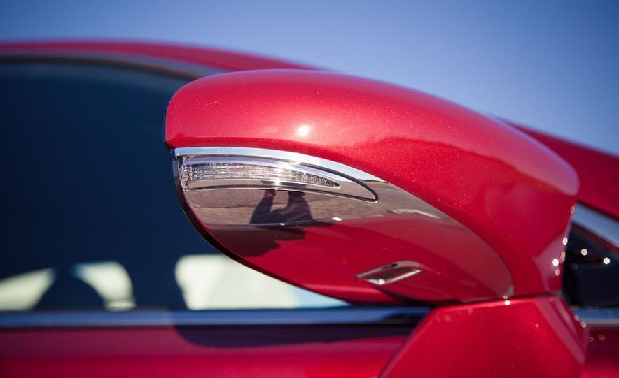2013 Lexus LS460 F Sport - Slide 25