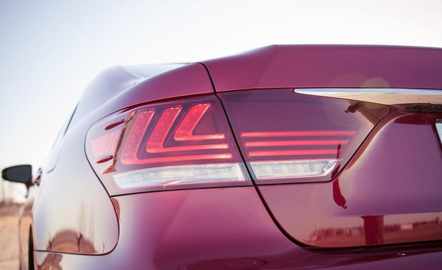 2013 Lexus LS460 F Sport - Slide 28