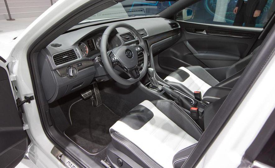 Volkswagen Passat Performance concept - Slide 18
