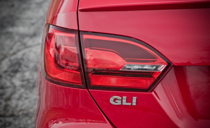 2013 Volkswagen Jetta GLI and TDI - Slide 42