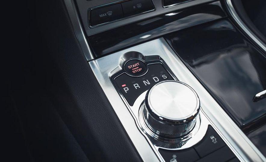 2013 Jaguar XF 2.0T - Slide 34