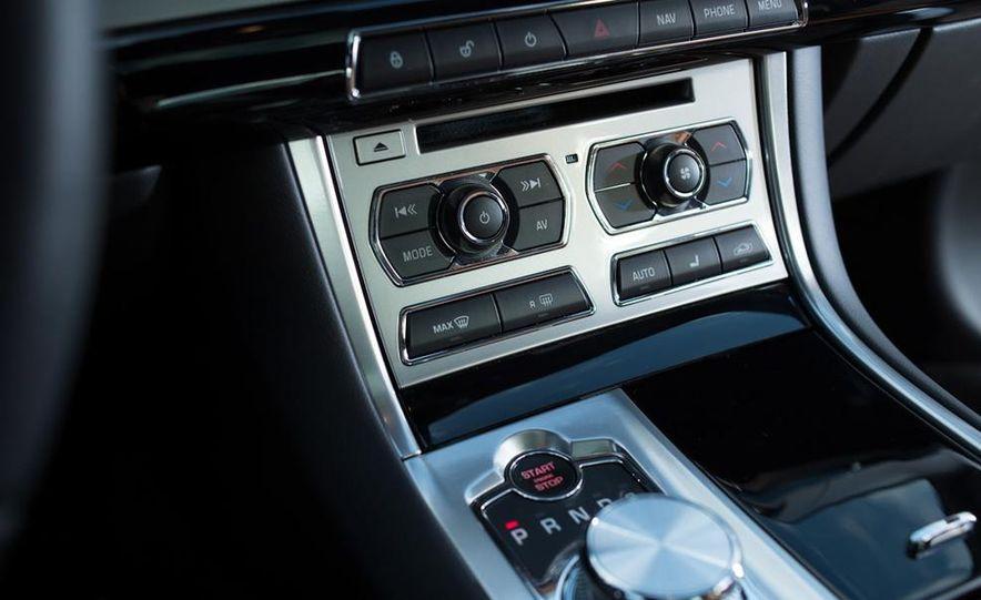 2013 Jaguar XF 2.0T - Slide 35