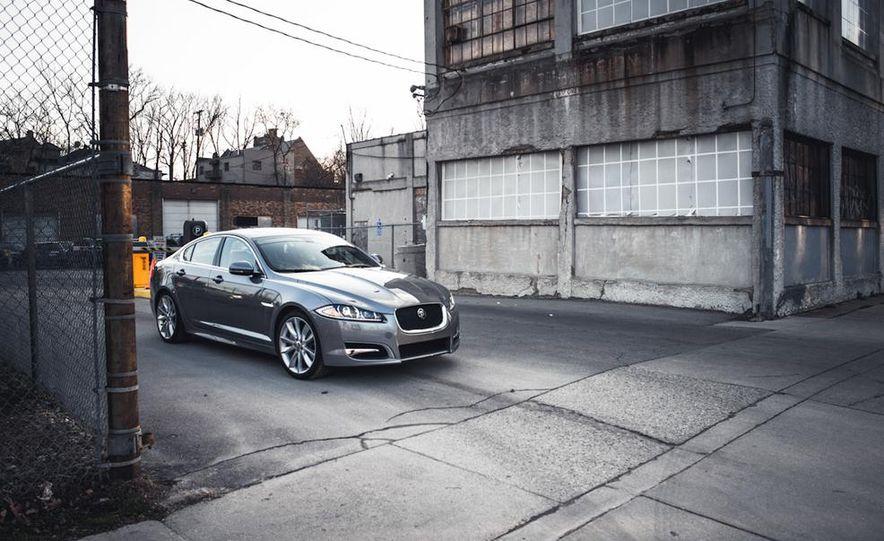 2013 Jaguar XF 2.0T - Slide 18