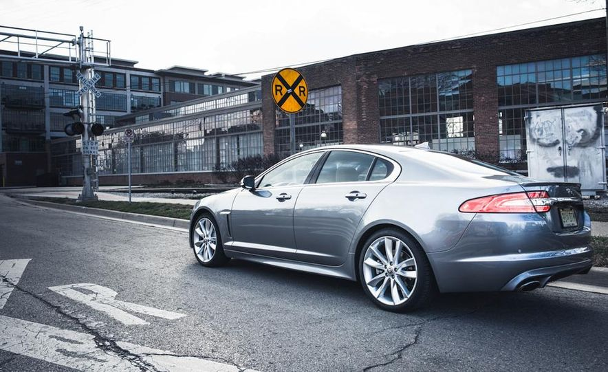 2013 Jaguar XF 2.0T - Slide 19