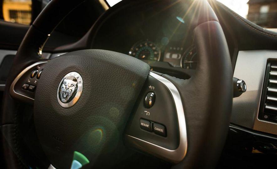 2013 Jaguar XF 2.0T - Slide 28
