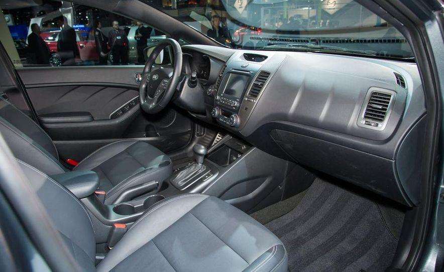 2014 Kia Forte 5-door - Slide 5