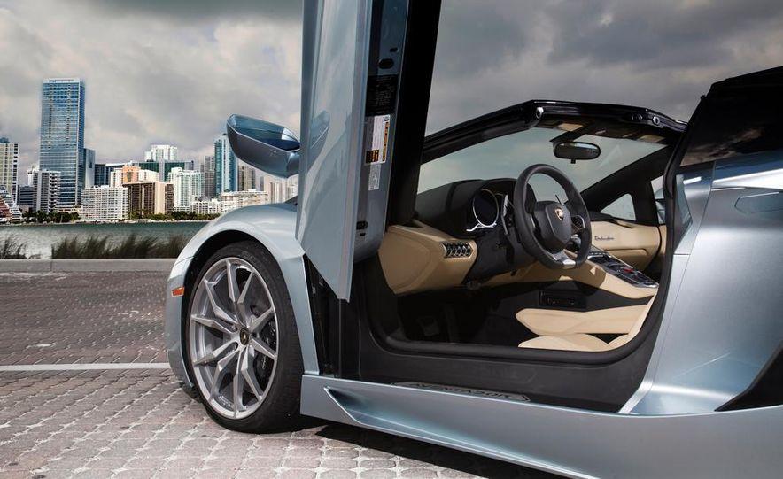 2013 Lamborghini Aventador LP700-4 Roadster - Slide 23