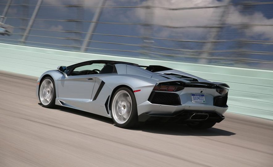 2013 Lamborghini Aventador LP700-4 Roadster - Slide 4