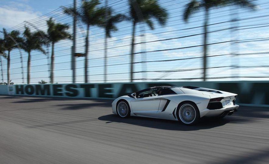 2013 Lamborghini Aventador LP700-4 Roadster - Slide 6