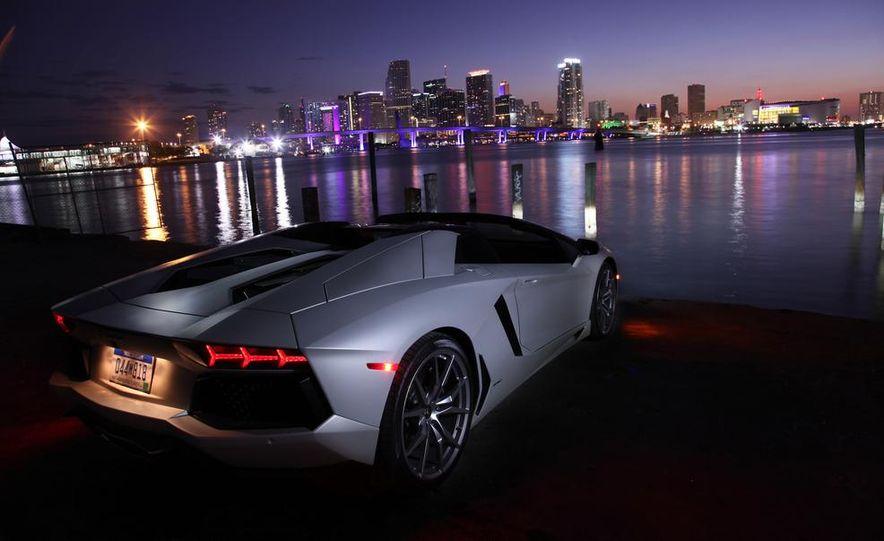 2013 Lamborghini Aventador LP700-4 Roadster - Slide 21