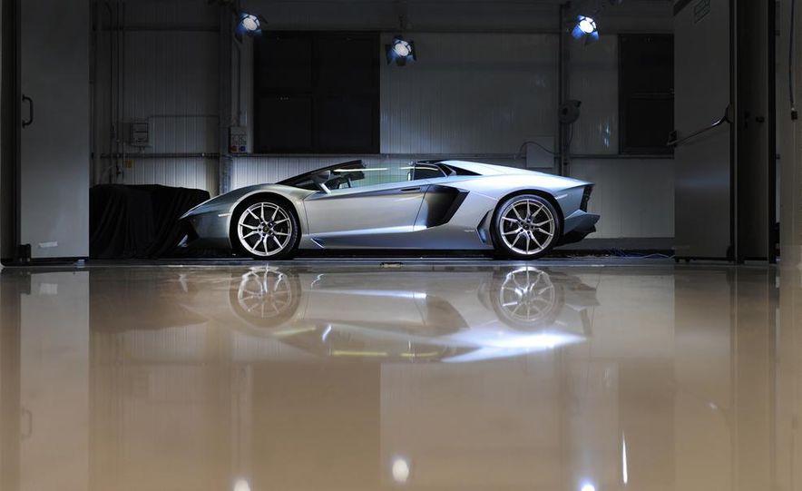 2013 Lamborghini Aventador LP700-4 Roadster - Slide 31
